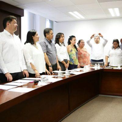 Rinde protesta ante el Cabildo de Solidaridad el nuevo delegado de Puerto Aventuras