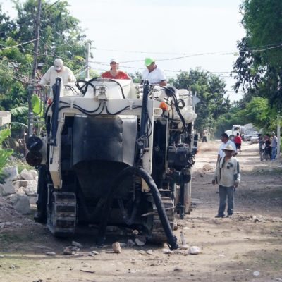 Supervisa Alcaldesa rehabilitación de calles en colonias irregulares de Puerto Morelos