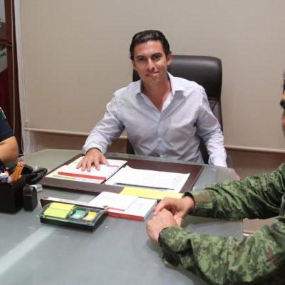 """SE COORDINA ALCALDE CON MANDO MILITAR: Se reúne Remberto Estrada con General Esaú Rodríguez Cuéllar para """"fortalecer la seguridad"""" en Cancún"""