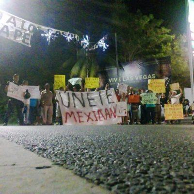 VIDEOS | PROTESTAN POR GASOLINAZO EN ENTRADA DE ZONA HOTELERA DE CANCÚN: Denuncian acoso de policías municipales contra manifestantes pacíficos