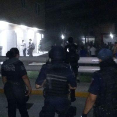 ESTALLA VIOLENCIA EN PLAYA POR GASOLINAZO: Manifestantes intentan tomar estación de combustible y causan destrozos frente a la policía; confirman 8 detenidos