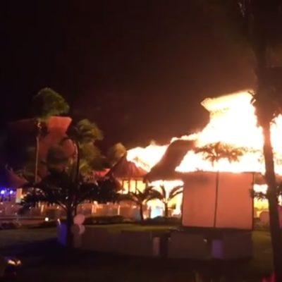 ESPECTACULAR INCENDIO EN EL BAHÍA PRÍNCIPE: Consumen las llamas palapa de lobby de uno de los hoteles del complejo turístico en la Riviera Maya