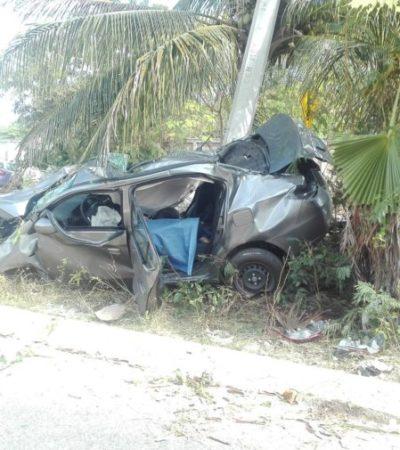 TRÁGICO DOMINGO EN CARRETERA A PUNTA SAM: Un muerto al estrellarse auto contra un poste por exceso de velocidad