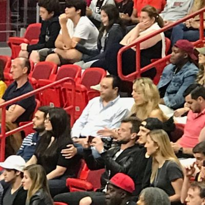 EL DESPREOCUPADO 'BETO' BORGE: Captan al ex Gobernador en juego de la NBA entre los Heat de Miami y los Rockets de Houston