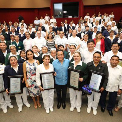 Entrega Gobernador premios a los méritos de vocación de servicio, calidad e investigación en enfermería 2017