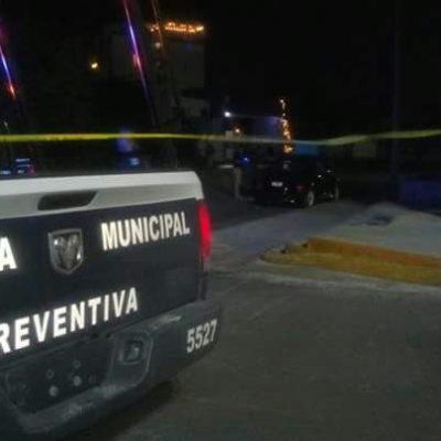 PRIMER EJECUTADO DEL 2017 EN CANCÚN: Aparece ensabanado en el interior de una camioneta en la SM 39