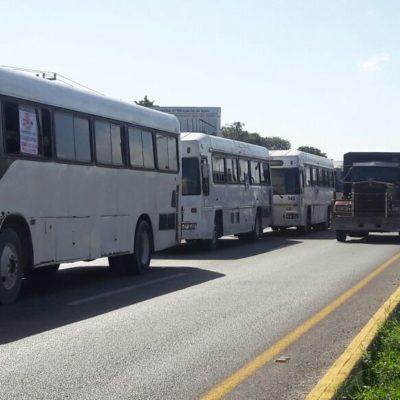 PROTESTAN CONTRA GASOLINAZO Y GENERAN CAOS: Manifestación de transportistas provoca 'cuello de botella' en la carretera Cancún-Playa