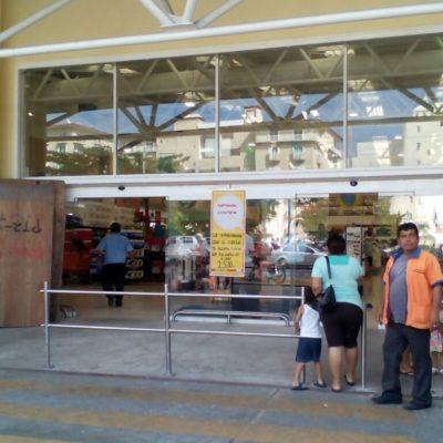 FOTOS | Gasolineras y comercios en Cozumel se previenen contra posibles intentos de saqueos
