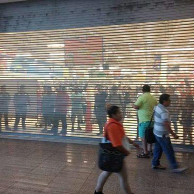 ESTRATEGIA DEL MIEDO EN PLAYA: Falsa alarma de saqueo provoca momentos de pánico en Plaza Las Américas