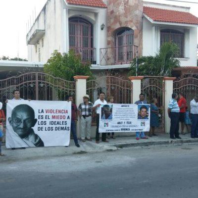 Llevan protesta contra el gasolinazo hasta las casas de diputados panistas en Chetumal