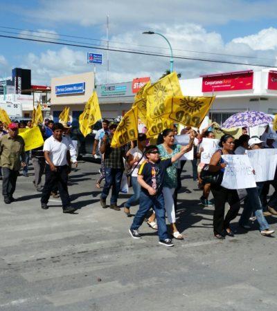 Protestan perredistas en Chetumal y Cancún contra el gasolinazo de Peña Nieto y la privatización del agua; 'clausuran' el SAT en domingo
