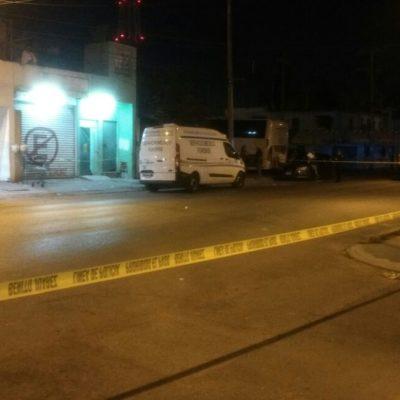 OTRA MADRUGADA VIOLENTA EN CANCÚN: Tirotean casa de citas en la Región 217 y matan a golpes a 2 hombres en la SM 67