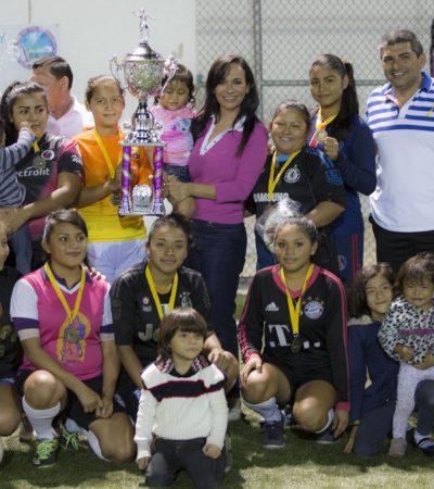 Impulsa Alcaldesa deporte en Puerto Morelos; premian a Liga Femenil de Futbol