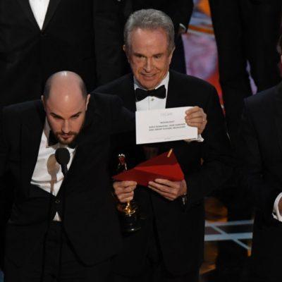 LES 'BAILAN' EL OSCAR: 'Moonlight' se lleva el premio a la mejor película, luego de un error que daba ganadora a 'La La Land'