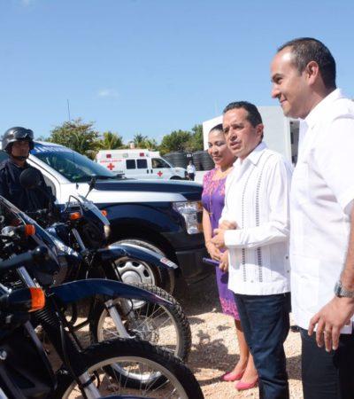 Entrega Gobernador patrullas y equipo a la policía de Isla Mujeres