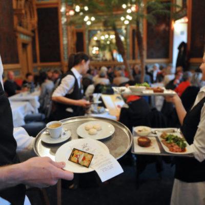 Analizan restauranteros incrementar precios entre 20% y 30% ante alza de combustibles y caída del peso ante el dólar
