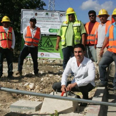 Inicia colocación de postes para el alumbrado público de la Avenida Cancún