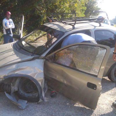 ACCIDENTE EN LA RUTA DE LOS CENOTES: Una lesionada al chocar dos autos frente a la entrada del cenote 'Las Mojarras'