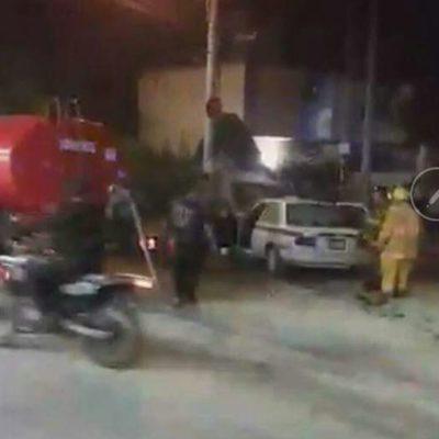 SE 'INCENDIA' TERCER TAXI EN MENOS DE 72 HORAS EN CANCÚN: Atienden emergencia de unidad en Avenida Talleres con Chac Mool