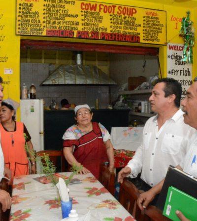 Recorre Luis Torres el 'Mercado Viejo' de Chetumal y se compromete a resolver carencias y reclamos