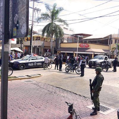 DETIENEN A HOMBRES ARMADOS EN LA ZONA TURÍSTICA DE PLAYA: Capturan a empistolados en céntrico bar, presuntamente relacionados con cobro de derecho de piso