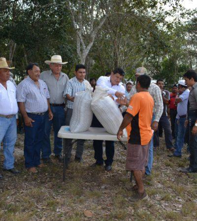 Distribuyen pollinaza entre ganaderos para enfrentar efectos de la sequía en el sector
