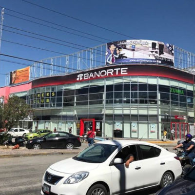 PRELIMINAR | ASALTAN BANORTE EN PLAYA: Sujetos armados atracan banco en la Avenida Juárez frente a hotel ocupado por policías federales