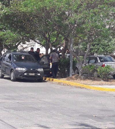 SEGUNDO BALEADO EN MENOS DE 3 HORAS EN CANCÚN: Atacan a hombre en su auto a la altura de la Gran Plaza