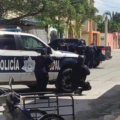 BALACERA EN COZUMEL: Presuntos delincuentes disparan contra policías y se atrincheran en vivienda de la colonia Flamingos