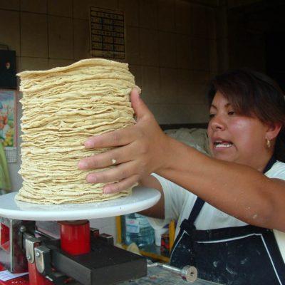 Ante el incremento de los costos de la harina de maíz, vigilan que comerciantes no abusen en la venta de la tortilla