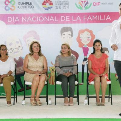 Celebra Alcalde el Día Nacional de la Familia en el domo deportivo de la Región 94