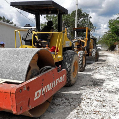 Pone Alcalde en marcha trabajos de terracería en la colonia 'El Sheriff', en la Región 236 de Cancún