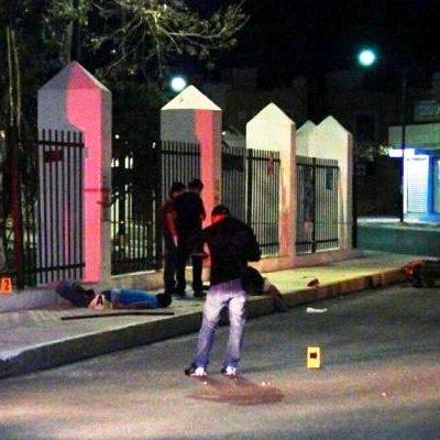 TRAGEDIA EN LA MADRUGADA EN PLAYA: Mueren 2 jóvenes motociclistas al estrellarse contra guarnición en Villas del Sol