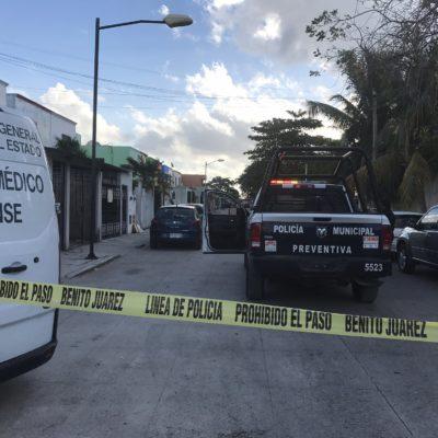Encuentran cuerpo de hombre asesinado a golpes en plena vía pública en la Región 101 de Cancún