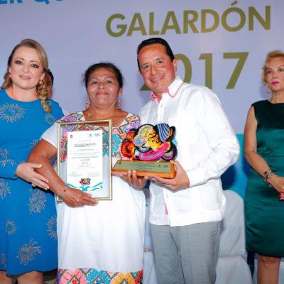 SE PROPONE CARLOS MÁS IGUALDAD: Entrega Gobernador reconocimientos 'Mujer Quintanarroense Destacada'