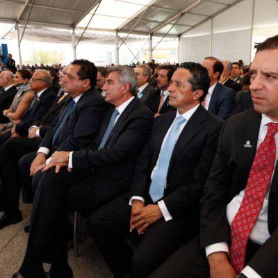 Asiste Carlos Joaquín a informe del Gobernador de Guanajuato
