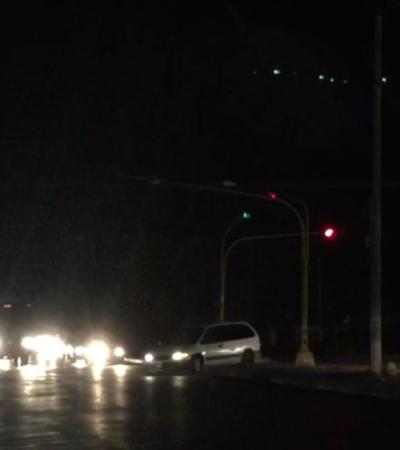 LA OTRA CARA DE CANCÚN: Alumbrado público en la Avenida Leona Vicario, por La Guadalupana, funciona intermitentemente (video)