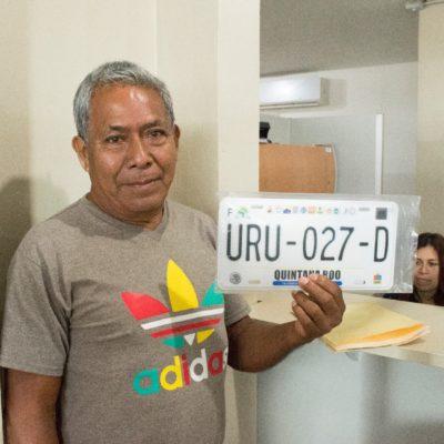 EMPIEZA LA REPARTICIÓN…: Entregan las primeras láminas del proceso de reemplacamiento 2017 en Quintana Roo