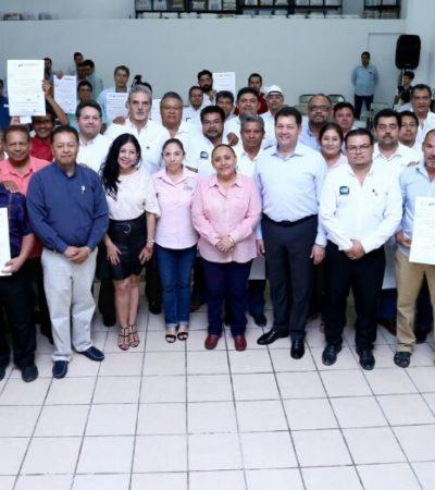 Entrega Cristina Torres credenciales a 61 Directores Responsables de Obras en Solidaridad