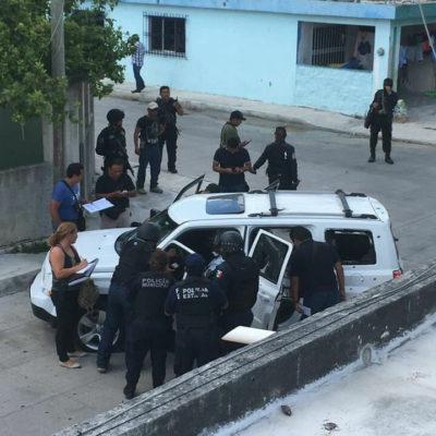 PERSECUCIÓN Y OTRO TIROTEO EN CANCÚN: Un muerto y dos heridos tras robo de camioneta en Plaza Outlet; mujer recibe bala perdida