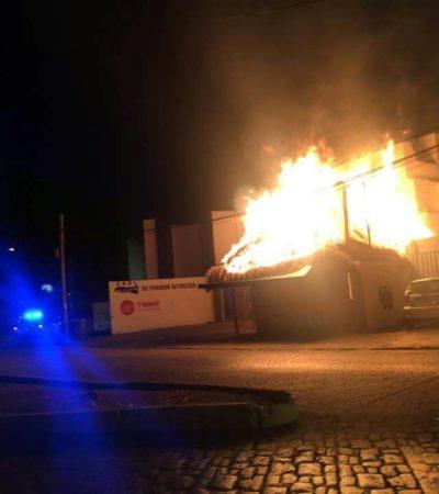 CONSUME INCENDIO RESTAURANTE EN CANCÚN: Se quema palapa de 'Los De Pescado' en la Avenida Labná