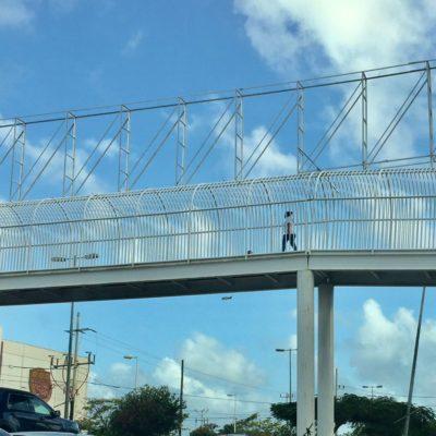 RETIRAN PUBLICIDAD DE PUENTE PEATONAL: Se 'lavan las manos' funcionarios del gobierno de Cancún