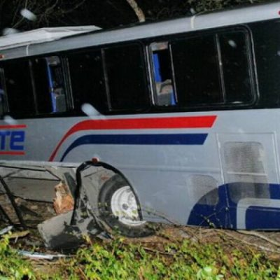 TRAGEDIA EN LA MÉRIDA-TIZIMÍN: Auto choca contra camión con saldo de 6 muertos