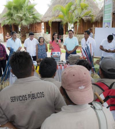 Entrega Alcaldesa uniformes y herramientas a empleados de Servicios Públicos en Leona Vicario