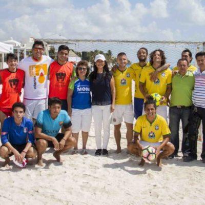 Inaugura Laura Fernández Primer Torneo de Fútbol y Voleibol Playero en Puerto Morelos