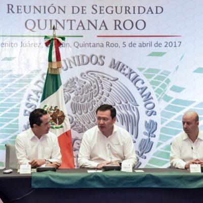 """""""SABEMOS LOS OBJETIVOS POR LOS QUE VAMOS"""": 'Reunión de Seguridad' en Cancún """"para recuperar la tranquilidad""""; Osorio Chong y Carlos Joaquín prometen 'acciones específicas' contra delincuencia"""