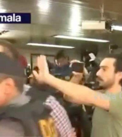 Identifican al hombre que le dio un 'zape' a Javier Duarte en audiencia en Guatemala