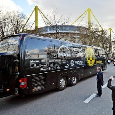 SUSPENDEN PARTIDO DE LA CHAMPIONS LEAGUE POR EXPLOSIÓN: Estallido cerca de camión del Borussia Dortmund deja herido a un jugador