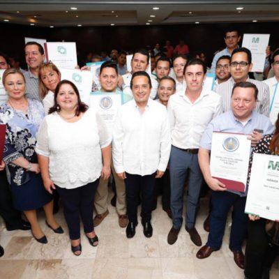 Entrega Carlos Joaquín distintivos de calidad a 125 empresas turísticas de Quintana Roo