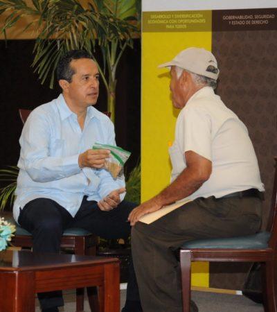 Por segunda vez, Carlos Joaquín se sienta a atender, cara a cara, demandas de ciudadanos en Chetumal